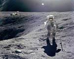 Obrázek - Procházka podél kráteru na Měsíci