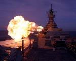 Obrázek - USS Missouri BB63 zachycena při výstřelu