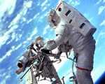 Obrázek - Kosmonaut pracující na závadě přístroje