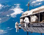 Obrázek - Kosmonauti při výstupu do vesmíru