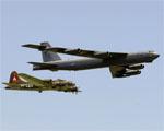 Obrázek - Bombardéry B-17G a B-52H průlet v tandemu