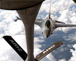 Obrázek - Letoun F-16 tankující za letu