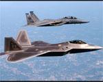 Obrázek - Stíhače F-22A Raptor a F-16 v detailním průletu