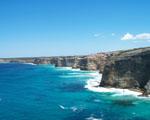 Obrázek - Azurově modré moře a útesy