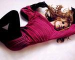 Obrázek - Moss Missoni ležící smyslně na bílé podlaze