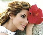 Obrázek - Sandra Bullock a červená květina