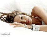 Obrázek - Angelina Jolie na bílé pohovce