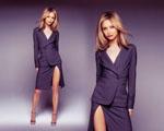 Obrázek - Calista Flockhart a fialový kostýmek
