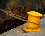 Obrázek - Žluté ukotvení lodi v přístavu
