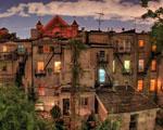 Obrázek - Různobarevná okna domu