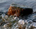 Obrázek - Kámen v bublajícím potoce