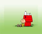 Obrázek - Chuck a Snoopy odpočívají u psí boudy