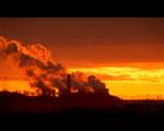Obrázek - Elektrárna zahalená do oranžového kouře