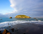 Obrázek - Velká skála na pobřeží