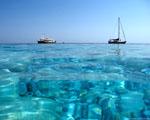 Křišťálově čisté moře