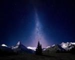 Noční obloha Švýcarských Alp