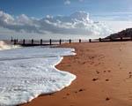 Obrázek - Pláž pomalu zahalující vlny
