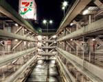 Obrázek - Velká budova s garážemi v Tokiu