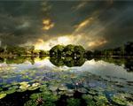 Obrázek - Dramaticky zbarvené jezero