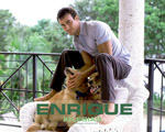 Obrázek - Enrique Iglesias se svými psi