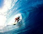 Obrázek - Opravdu povedený záběr surfaře pod vlnou