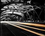 Obrázek - Noční jízda po mostě