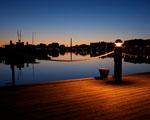 Obrázek - Osvětlené molo u zátoky