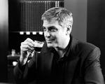 Obrázek - George Clooney s šálkem kávy