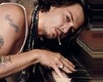 Obrázek - Johny Depp hrající na piano