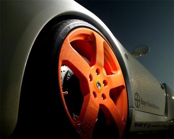 Volba: tapeta v rozlišení 1280 x 1024 - Detail kola závodního vozu
