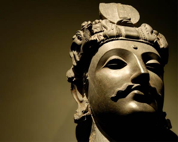 Obr�zek na plochu v rozli�en� 1280 x 1024 - Hlava sochy ��nsk�ho v�le�n�ka