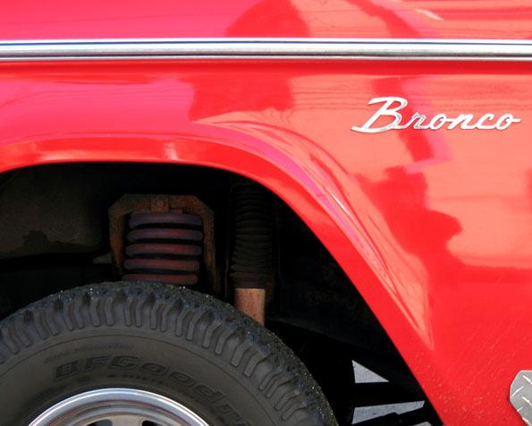 Volba: tapeta v rozlišení 1280 x 1024 - Červené Bronco