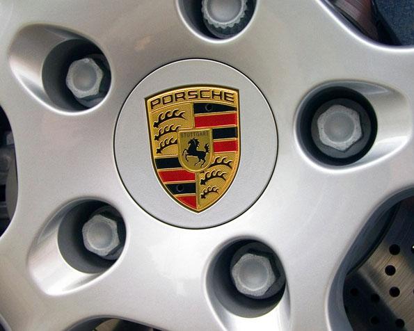 Volba: tapeta v rozlišení 1280 x 1024 - Kolo Porsche v detailu