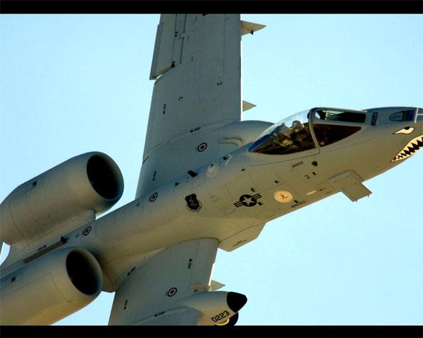 Obrázek na plochu v rozlišení 1280 x 1024 - A-10 Thunderbolt-II průlet