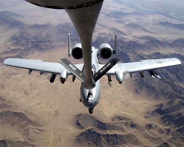 Obrázek na plochu v rozlišení 1280 x 1024 - A-10 Thunderbolt-II tankujici za letu