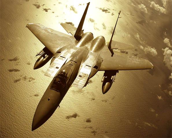 Obrázek na plochu v rozlišení 1280 x 1024 - Zlatý bojovník F-15C