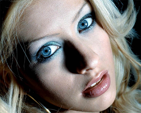 Volba: tapeta v rozlišení 1280 x 1024 - Christina Aguilera v detailu