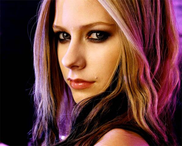Obrázek na plochu v rozlišení 1280 x 1024 - Avril Lavigne ďábelský pohled