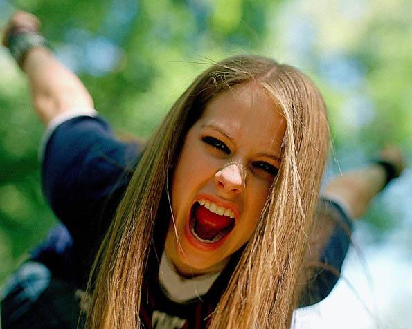 Volba: tapeta v rozlišení 1280 x 1024 - Rebelka Avril Lavigne