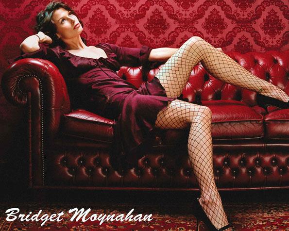 Obr�zek na plochu v rozli�en� 1280 x 1024 - Bridget Moynahan �erven� interi�r a ko�en� sofa
