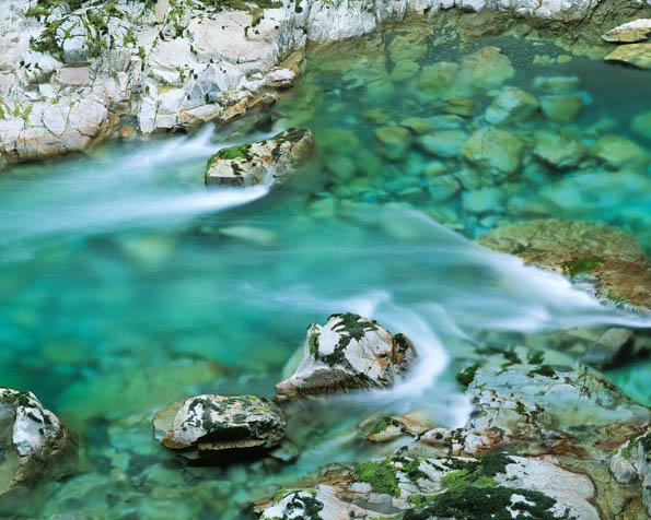 Obrázek na plochu v rozlišení 1280 x 1024 - Azurově čistý potok