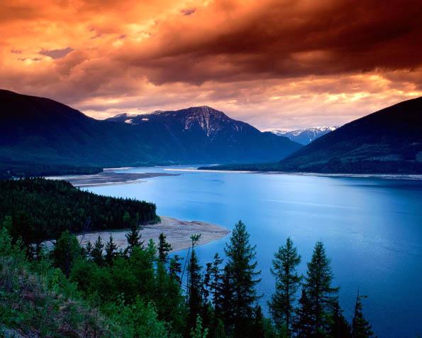 Volba: tapeta v rozlišení 1280 x 1024 - Západ slunce nad jezerem