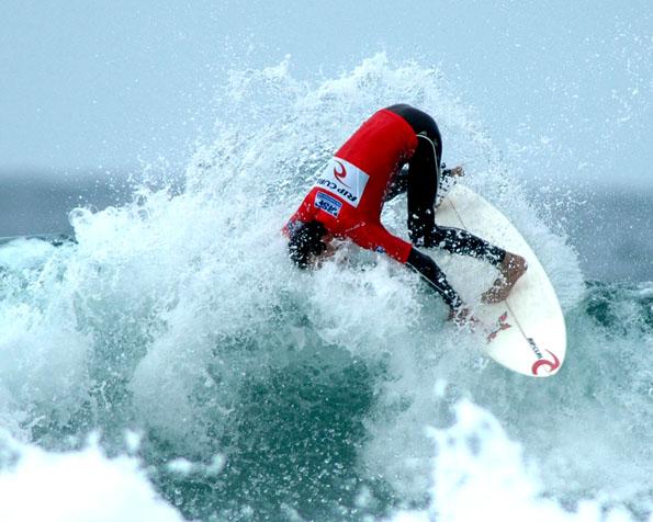 Obrázek na plochu v rozlišení 1280 x 1024 - Takzvaný cutback při surfingu