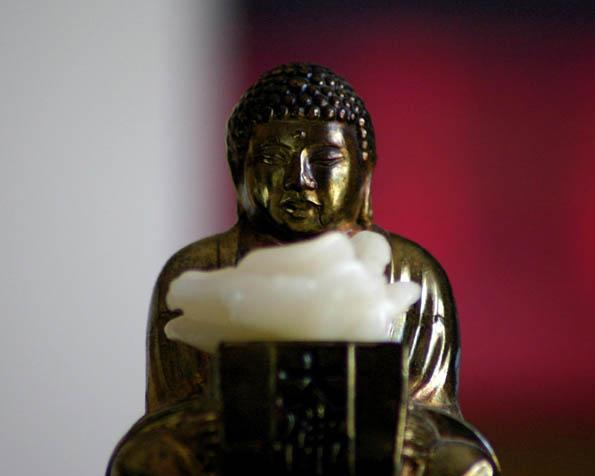 Volba: tapeta v rozlišení 1280 x 1024 - Zlatá soška Budhy