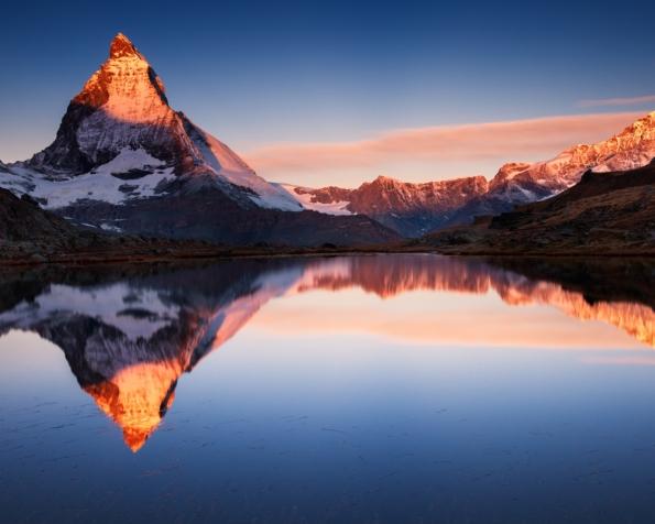 Obrázek na plochu v rozlišení 1280 x 1024 - Odrazy v horském jezeře