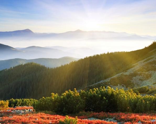 Obrázek na plochu v rozlišení 1280 x 1024 - Východ slunce nad horami
