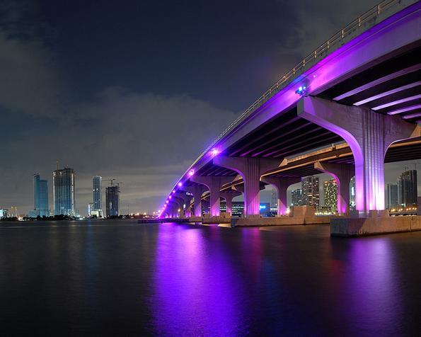 Obrázek na plochu v rozlišení 1280 x 1024 - Osvětlený most Miami