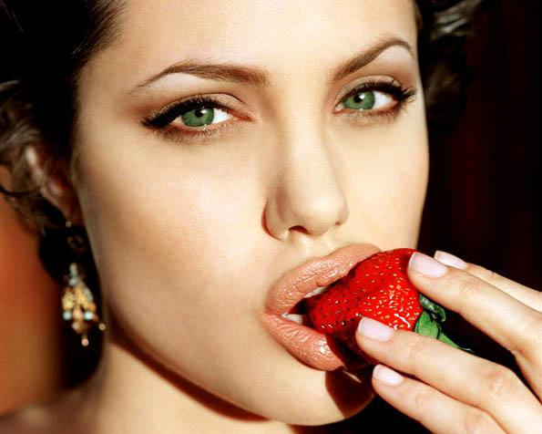 Obrázek na plochu v rozlišení 1280 x 1024 - Angelina Jolie sladké pokušení