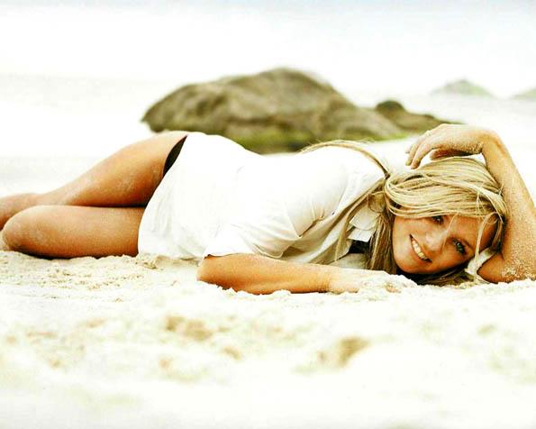 Volba: tapeta v rozlišení 1280 x 1024 - Emma Bunton plážové lenošení