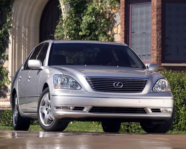Obrázek na plochu v rozlišení 1280 x 1024 - Luxusní stříbrný sedan od Lexusu
